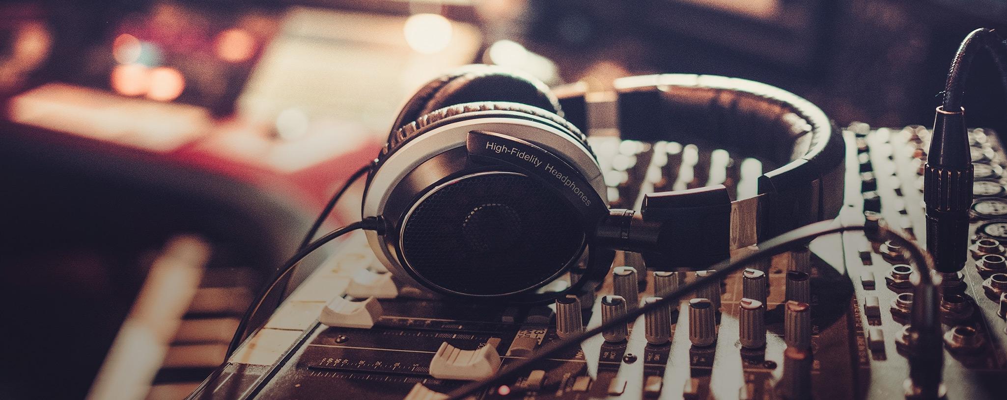 FM & DAB broadcast- Studio & Radio-Report